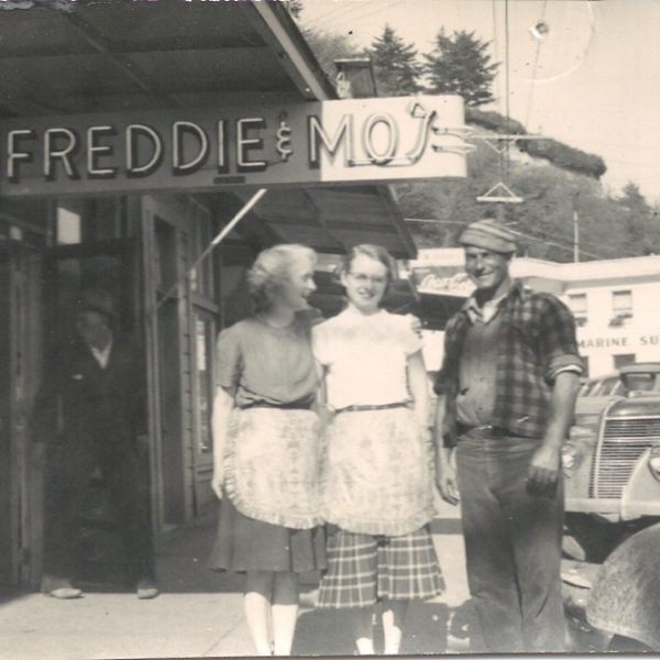 """Mo opens """"Freddie and Mo's"""""""