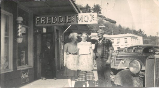 "Mo opens ""Freddie and Mo's"""