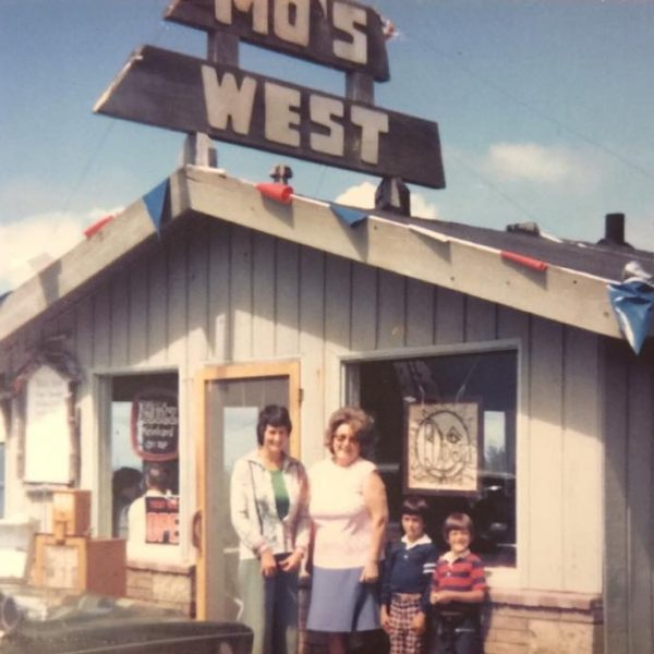 Mo Opens Mo's West